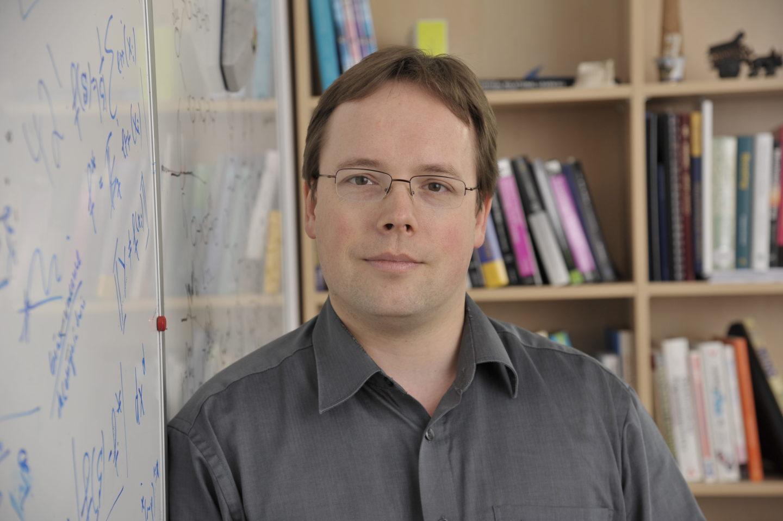 Christoph Lampert ist Professor am Institute of Science and Technology (IST Austria) und Leiter der Forschungsgruppe für Computer Vision and Machine Learning.