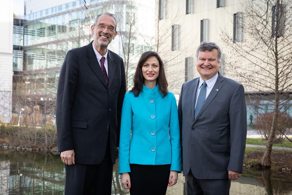 Federal Minister Heinz Faßmann, EU Commissioner Mariya Gabriel and IST Austria President Tom Henzinger. © Anna Stöcher IST Austria