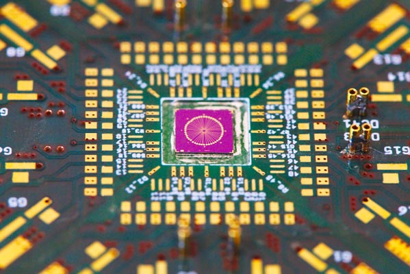 Printed circuit board for mounting the nanowire sample. © IST Austria